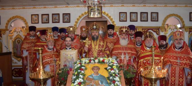 Парафія великомученика Димитрія Солунського у Довгинцівському районі відзначила престольне свято.